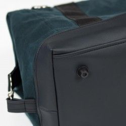 Duffle bag with a faux leather bottom. How to sew a weekender bag.