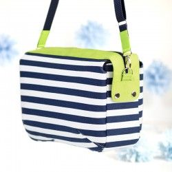Large bag with decorative zipper panel that goes over the sides - sewing pattern and tutorial.
