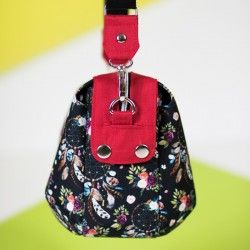 Medium hanbag with darts and contrasting zipper panel. Shoulder bag sewing pattern and tutorial.