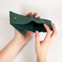 Minimalist bi-fold wallet for a man or a waman