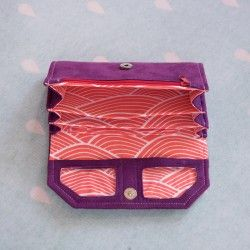Women't accordion fold wallet sewing pattern and tutorial. Learn to sew.