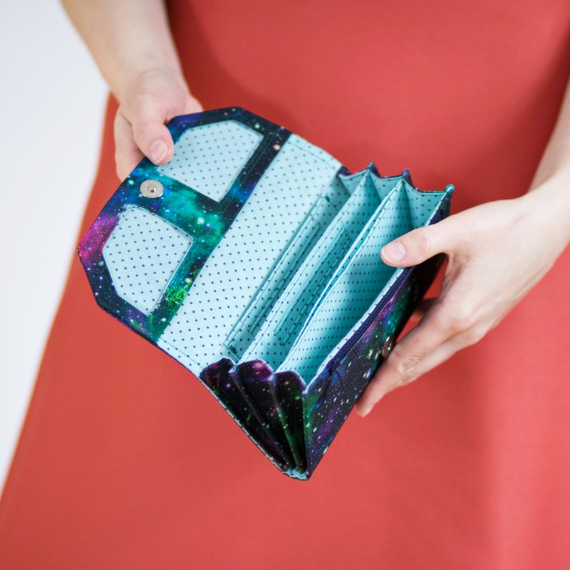 Accordion wallet sewing pattern and tutorial. How to sew a wallet.