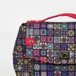 How to sew a shoulder bag with a flap and a turn lock. Bag sewing pattern and tutorial.