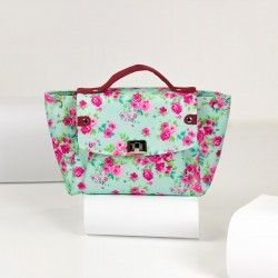 Medium flap bag with a lining. Learn how to sew a handbag step by step.