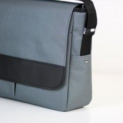 Large bag with a flap and a zipper panel. Padded bag with a laptop pocket.