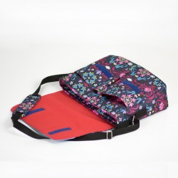 Medium size messenger bag for a woman. How to sew a bag with a laptop pocket.