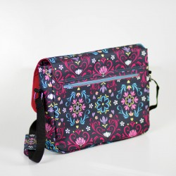 Medium size messenger bag sewing pattern. Bag with a laptop pocket tutorial.