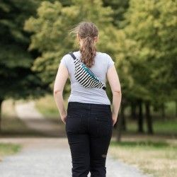 Waist bag sewing pattern and tutorial. Fanny pack with lining and adjustable belt.
